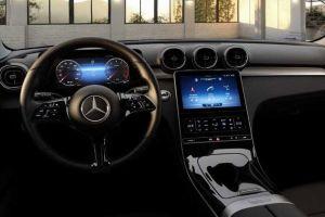 В новом Mercedes-Benz C-Class в базовой комплектации много кнопок (ФОТО)