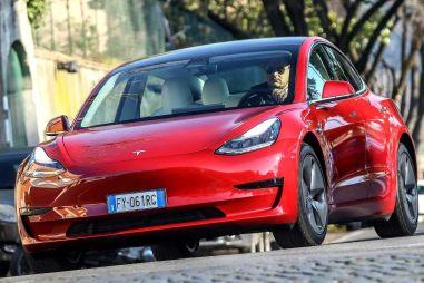 Tesla удвоила поставки электромобилей в первом квартале, но не выпустила ни одной Model S и Model X