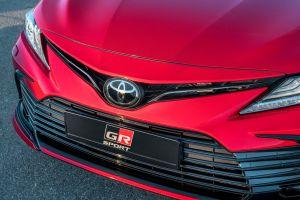 Обновленная Toyota Camry: стартовали «живые» продажи