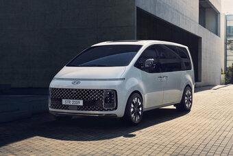 Доступны 4-цилиндровый турбодизель и бензиновый V6.