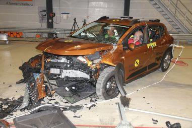 Euro NCAP опубликовала видео испытаний новых Logan и Sandero