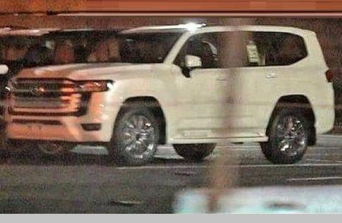 Toyota Land Cruiser 300: первые фото без маскировки