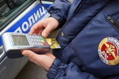 ГИБДД введет штрафы за видеорегистраторы, «чек энжин» и отсутствующие подголовники