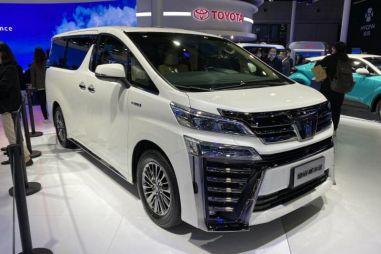 Toyota присвоила минивэну Vellfire приставку Crown