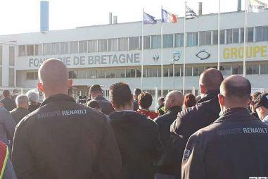 Рабочие завода Renault 12 часов удерживали директоров в заложниках
