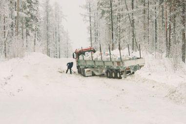 Работа как подвиг. Сколько платят за смертельно опасную работу на зимниках. Пообщался с северными дальнобоями