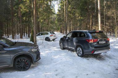 Geely Tugella, Mitsubishi Outlander и Volkswagen Tiguan. Кроссоверы 200+