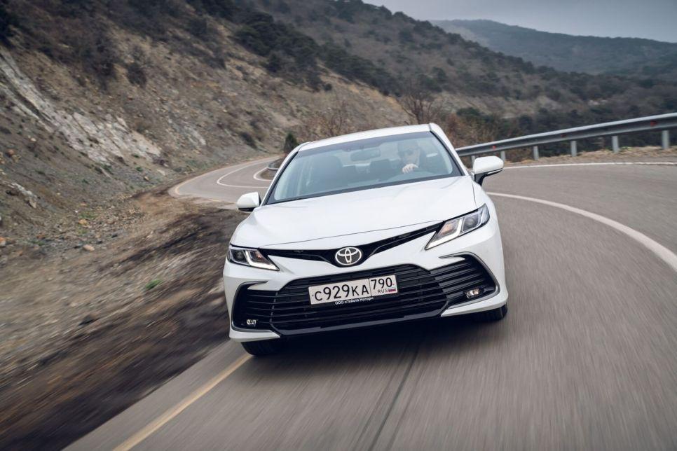 Первый тест обновленной Toyota Camry. Плоды конкуренции
