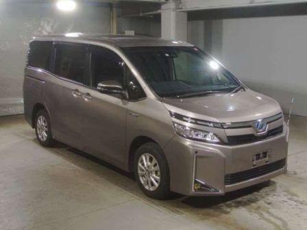 Toyota Voxy 2017 - отзыв владельца