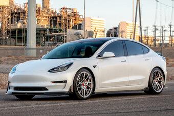 С 2019-го по 2021-й FIAT-Chrysler купил у Tesla эмиссионных квот на $2,4 млрд.