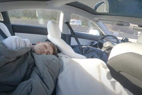Tesla придумала, как заставить нерадивых водителей пристегиваться