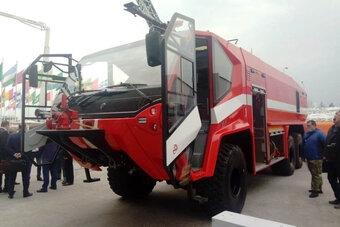 Новый пожарный автомобиль отвечает международным требованиям.