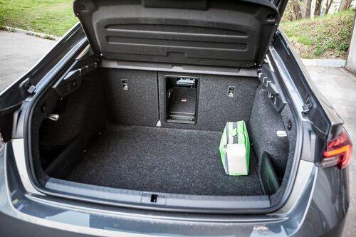 Старая клетка — гранeная таблетка. Skoda Octavia против Hyundai Elantra30