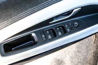 Старая клетка — гранeная таблетка. Skoda Octavia против Hyundai Elantra63