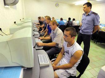 В России участились случаи сдачи экзаменов на права с помощью камер и микрофона