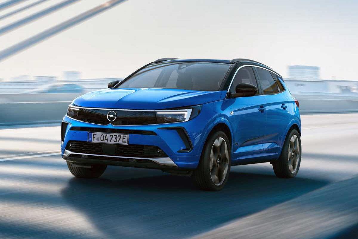 Opel Grandland обновили: дизайн в новом фирменном стиле и цифровая комбинация приборов