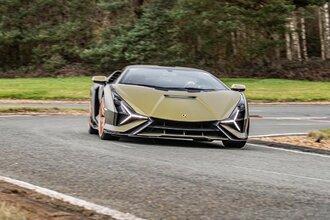 Lamborghini Sian — гибрид без аккумулятора. Что? Да!38