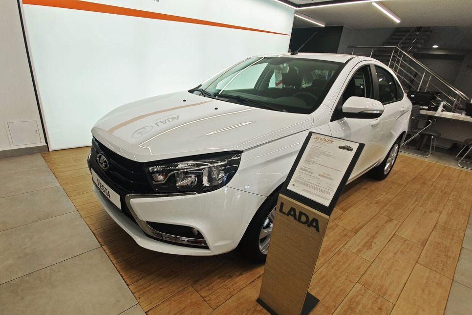 Покупаем Весту: Lada честнее, чем Hyundai!