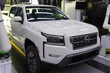 Nissan показал базовую версию нового пикапа Frontier