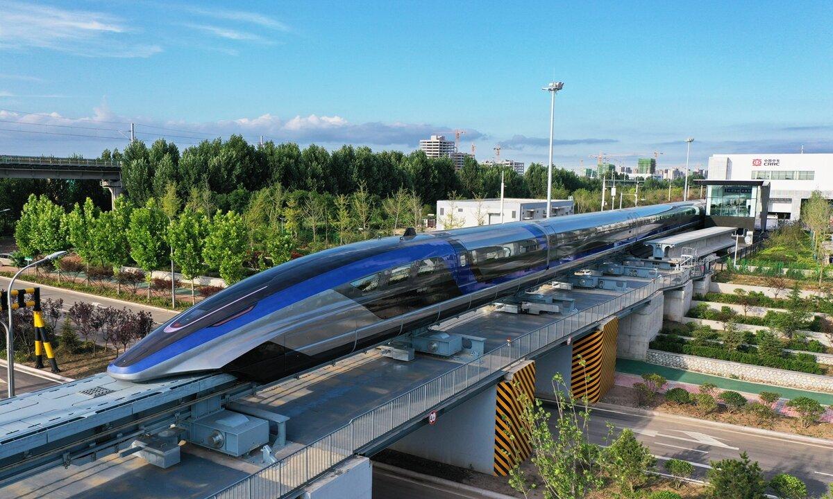 Китайцы выпустили поезд с «максималкой» 600 км/ч