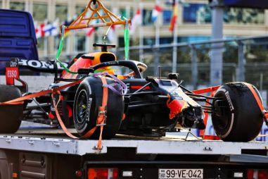Red Bull подал петицию о пересмотре штрафа Льюиса Хэмилтона в ГП Великобритании