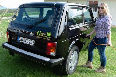 В Германии Ниву превратили в электромобиль