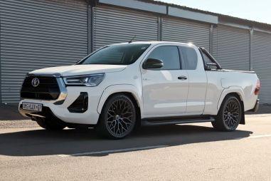 Энтузиаст установил в Toyota Hilux 6,2-литровый V8 от Mercedes-AMG