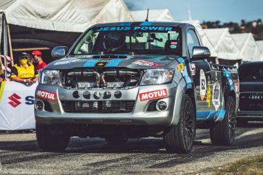 В Toyota Hilux установили V12 от Century