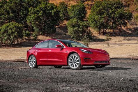 Tesla выпустит Model 3 с пакетом плохих дорог