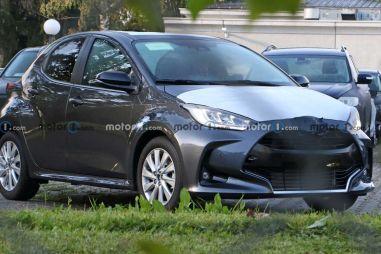 Новая Mazda2 впервые попала под фотообъективы