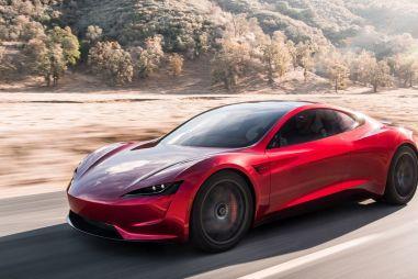 Tesla рассказала, когда начнет производить электрический спорткар Roadster