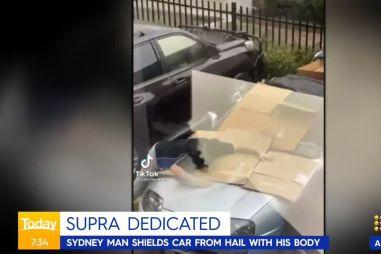 ВИДЕО: мужчина спасает старую Toyota Supra от града