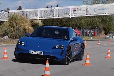 У Porsche Taycan Cross Turismo возникли затруднения с «лосиным тестом»