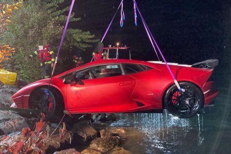 В Австрии водитель Lamborghini Huracan перепутал педали и вылетел в озеро