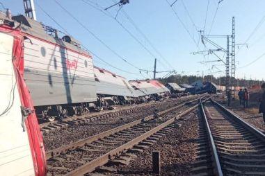 В Амурской области поезд сошел с рельсов из-за столкновения с грузовиком