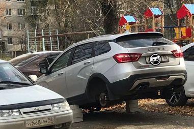 В России снова участились случаи воровства колес с Весты Кросс