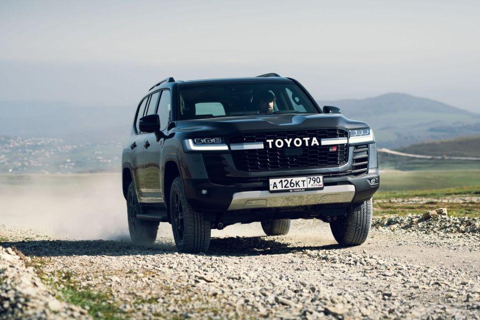 Первый тест Toyota Land Cruiser 300 Diesel & GR Sport. Круто и еще круче!