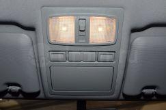 Подсветка: Плафон освещения в передней части салона, подсветка косметических зеркал