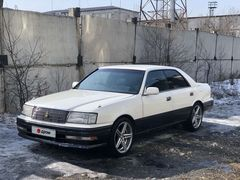Кызыл Toyota Crown 1996