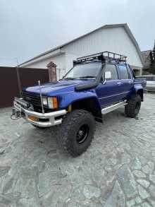 Кызыл Hilux Pick Up 1987